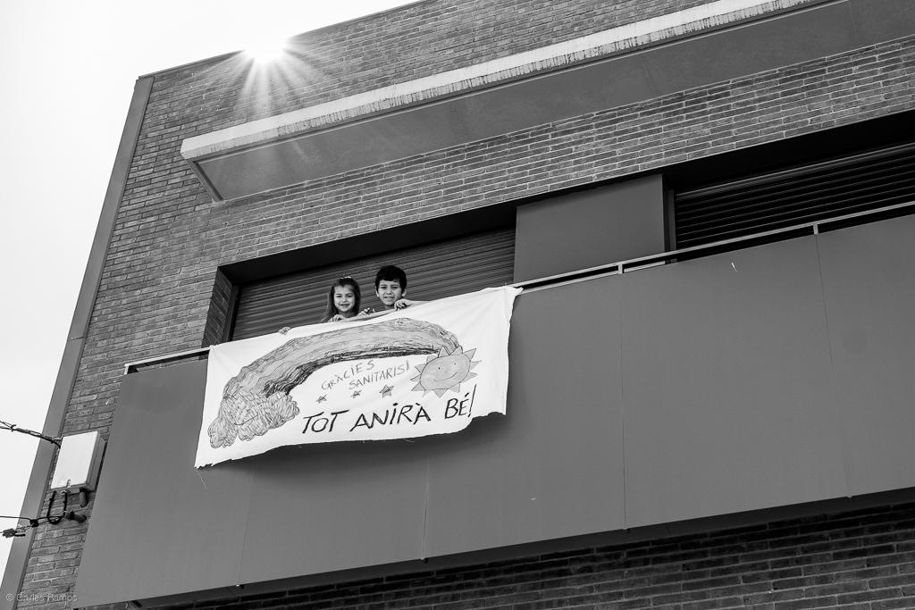 L'Arlet i el Martí pengen una pancarta d'esperança i d'agraïment als sanitaris - 21/03/2020